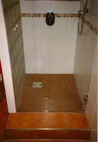 Dusche Mit Stufe bodeneben